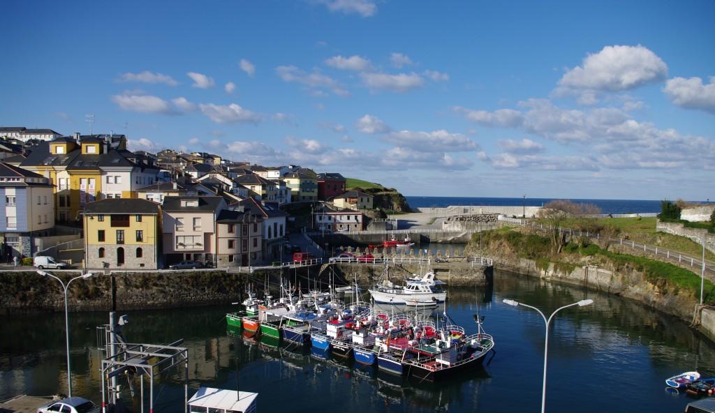 Puerto de Vega, en Navia. Pequeño puerto marinero del Occidente de Asturias