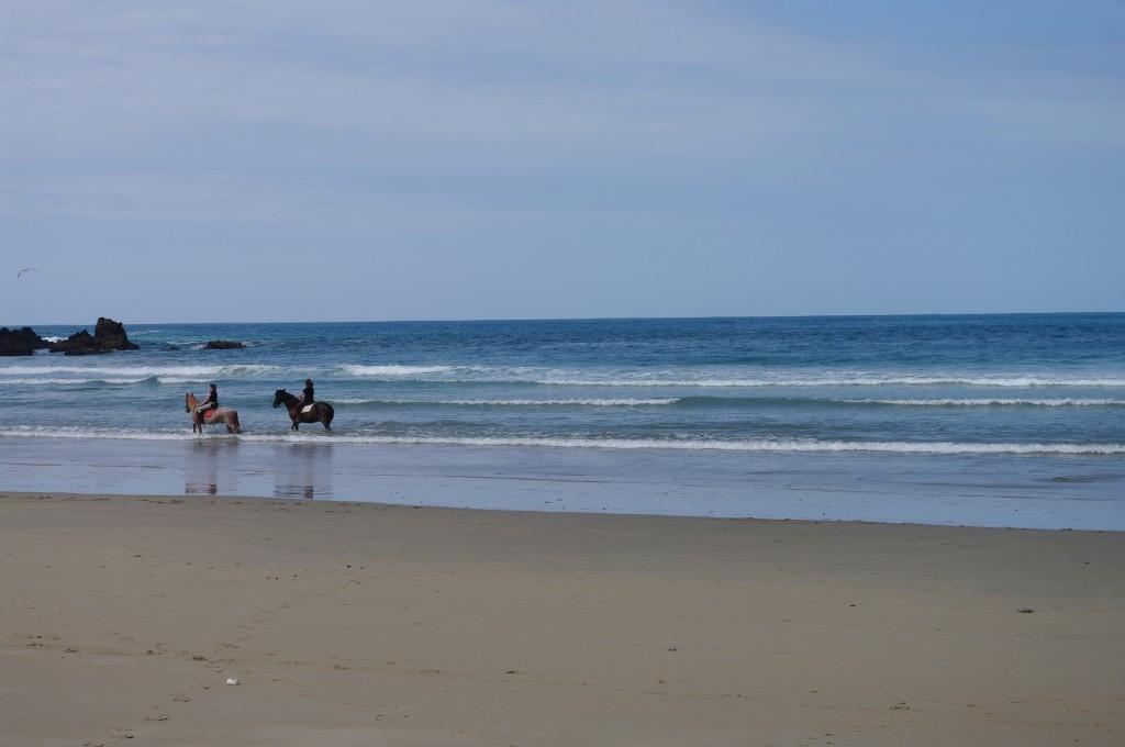 Paseo a caballo por la Playa de San Pedro en Cudillero, paseo a caballo por Asturias, Hotel Rural Suquin,